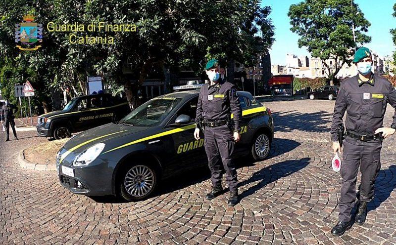 In motorino senza mascherina al Corso Sicilia