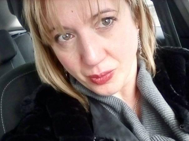 Sgozzata in strada a Bronte dall'ex marito. Ada lascia due figli