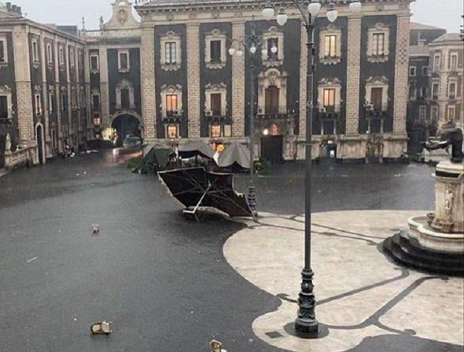 Tromba d'aria a Catania. Danni in centro e circonvallazione. Ci sono feriti